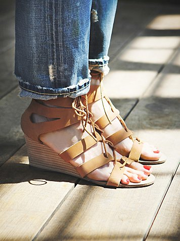 Lace Cradle Mini Wedge