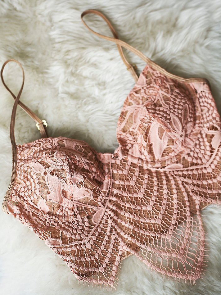Pretty lace underwire bra